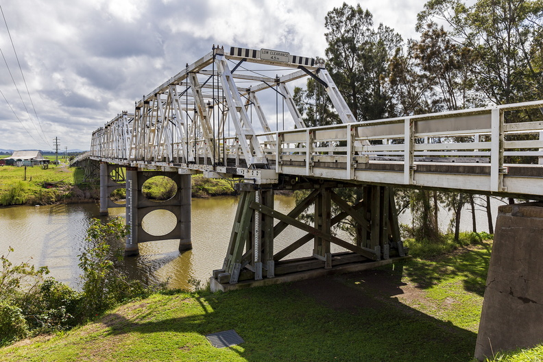 Morpeth Bridge over the Hunter River.jpg