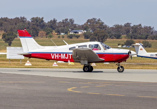 Illawarra Flying School (VH-MJT) Piper PA-28-161 Archer II